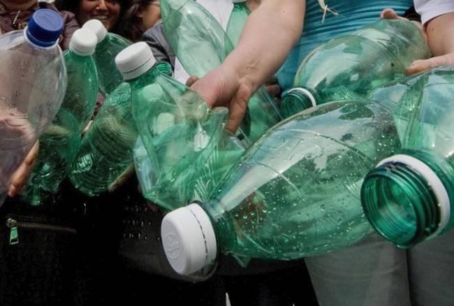 Una tassa sulla plastica per salvare il bilancio dell'Ue