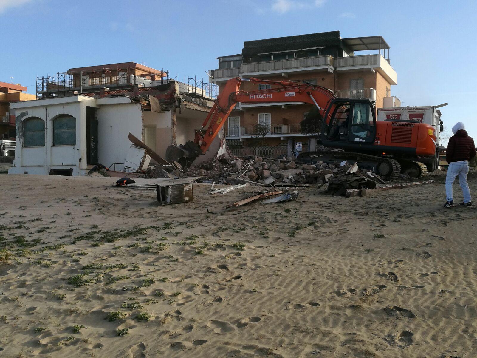 Terremoto, crolli e feriti a Ischia. De Luca chiama Gentiloni