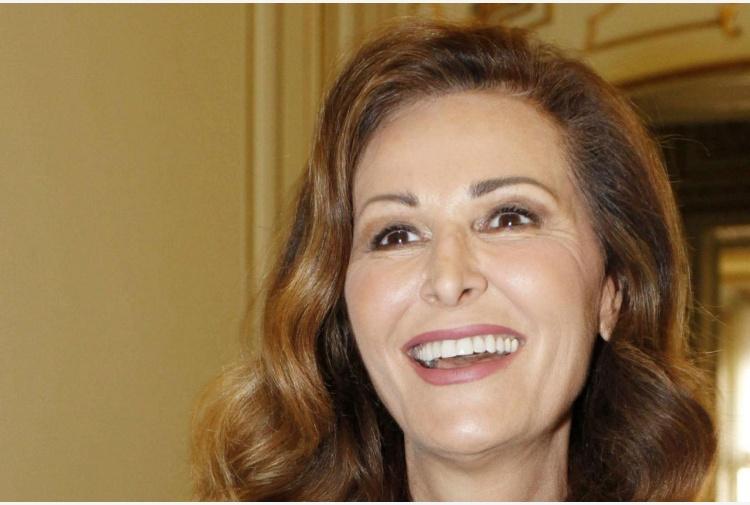 Daniela Santanché in verde alla Scala, ironia social FOTO