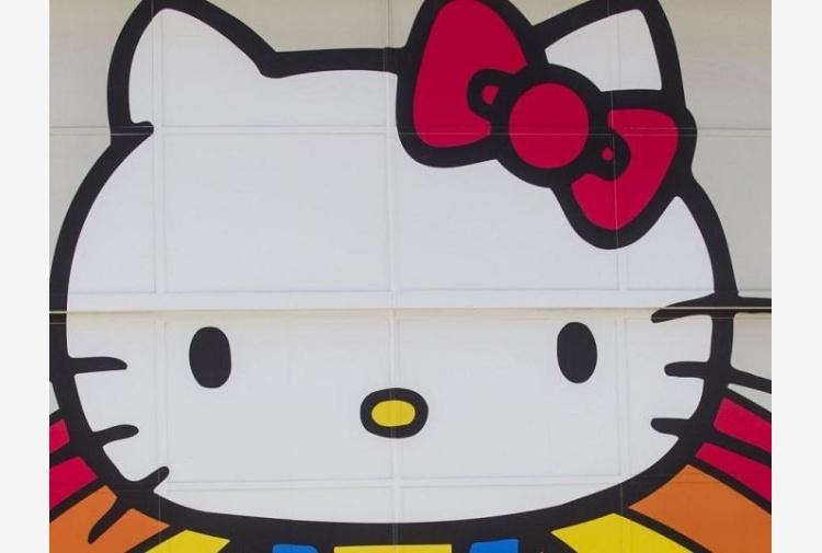 Hello Kitty si lecca le ferite