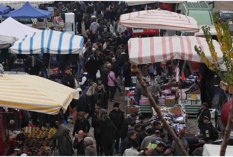 Roma nei mercatini gestiti dai rom solo materiali di for Mercatini usato roma