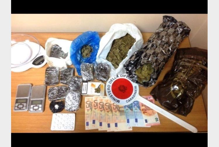 Oltre 2 kg di droga in garage 2 arresti tiscali notizie for Oltre i piani di garage