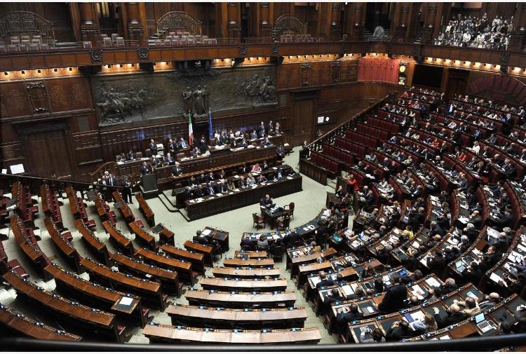 Legittima difesa scontro camera rinvia proposta legge for Commissione difesa camera