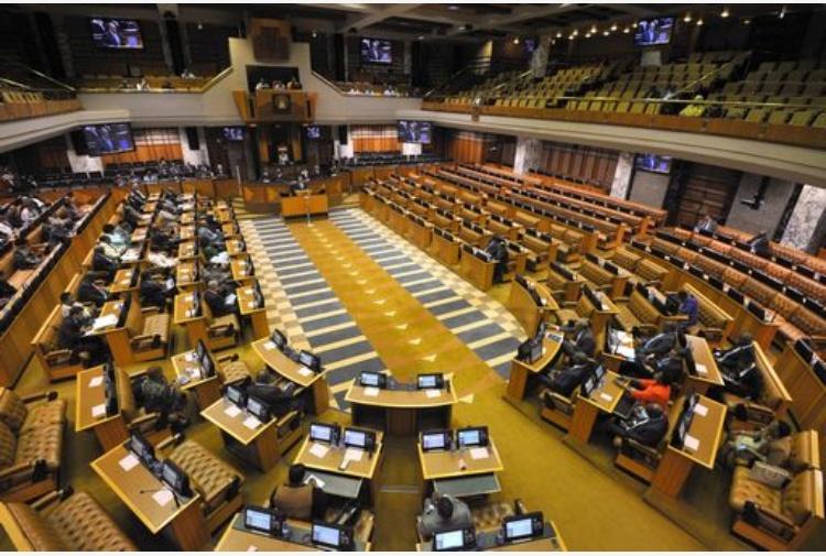 Sudafrica rissa in parlamento espulsi deputati for Formazione parlamento