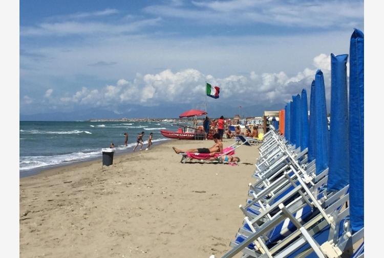 Matrimonio Spiaggia Pesaro : A fano nozze in spiaggia vere tiscali notizie