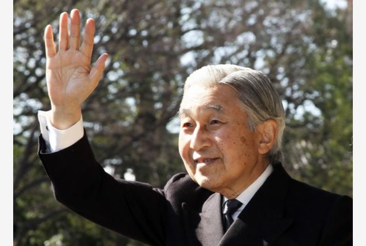 L'imperatore Akihito come Benedetto XVI: pronto ad abdicare perché stanco