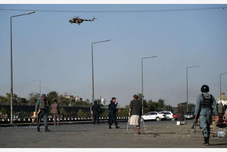 Attacco kamikaze a Kabul, vicino ministero della Difesa