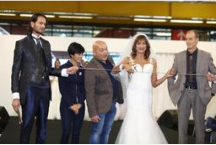 7db574742c83 Vladimir Luxuria sfila in abito da sposa - Tiscali Notizie