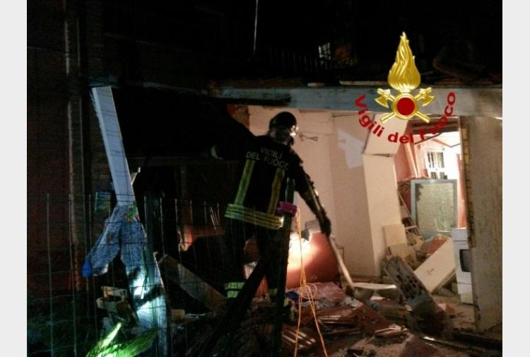 Esplode casa per fuga di gas un ferito tiscali notizie for Dolce casa di fuga