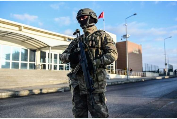 La polizia turca ha arrestato 445 persone sospettate di legami con l'Isis