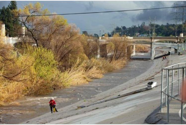 La diga Oroville in California a rischio inondazione: 200 mila in fuga