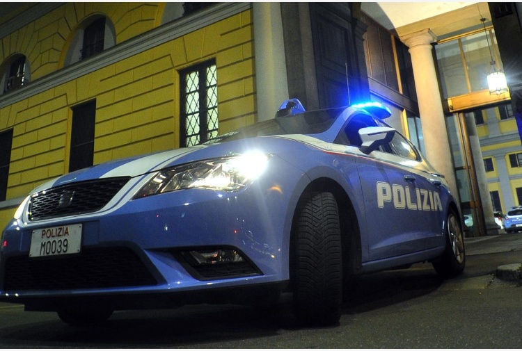 Napoli - Adolescente accoltellato, volevano rubargli il cellulare