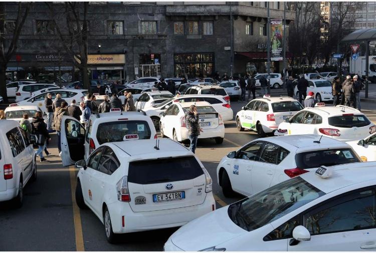 Tassisti in protesta in tutta Italia contro Uber e Ncc