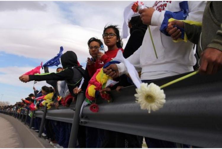 Messico, la statua di Papa Francesco al confine con gli Usa