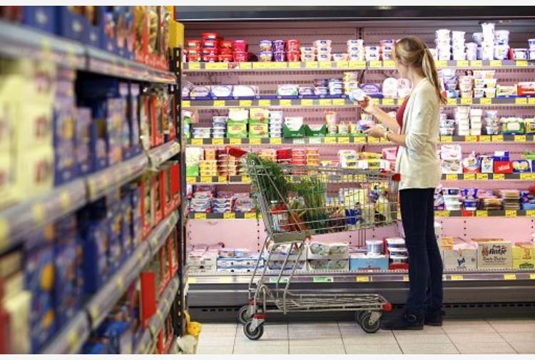 Italia, alert inflazione: carrello spesa, prezzi triplicati in un mese