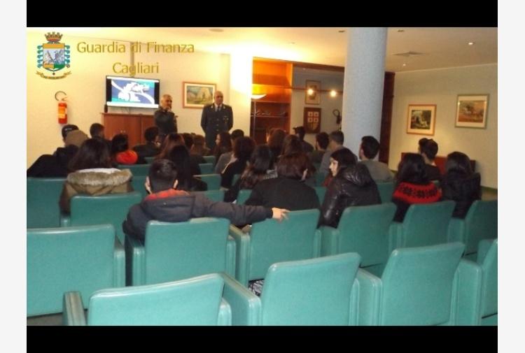 Carbonia, studenti a scuola legalità Gdf