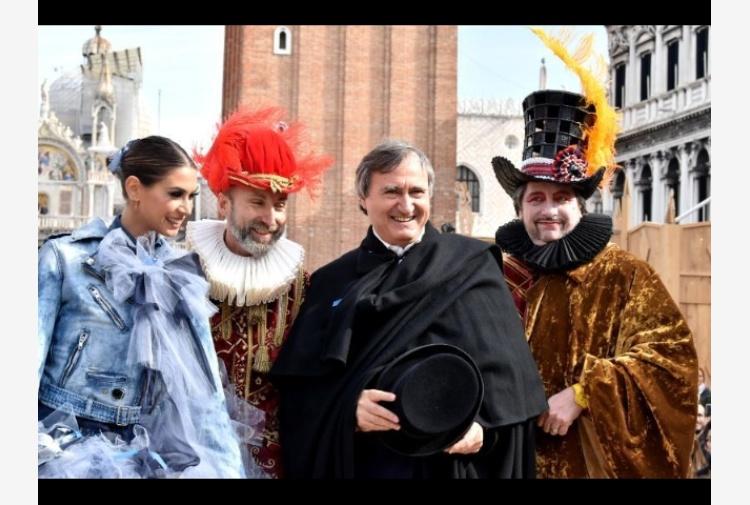 Carnevale Venezia, volo Melissa Satta