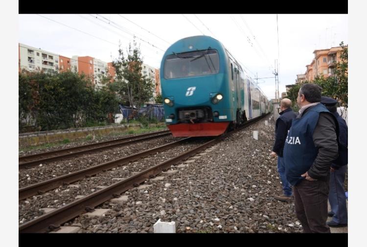 Investito e ucciso da treno merci in galleria