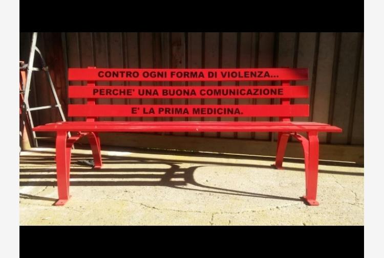Panchina Rotonda : 8 marzo: panchina rossa al businco tiscali notizie