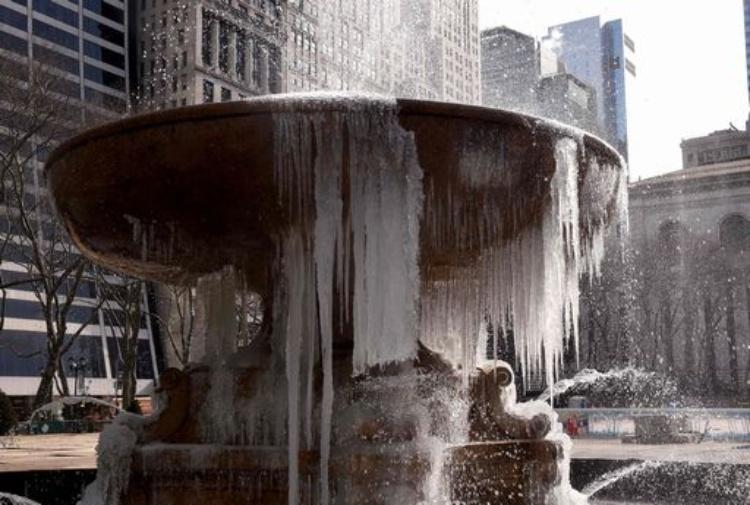 Usa, bufera neve, 4mila voli cancellati