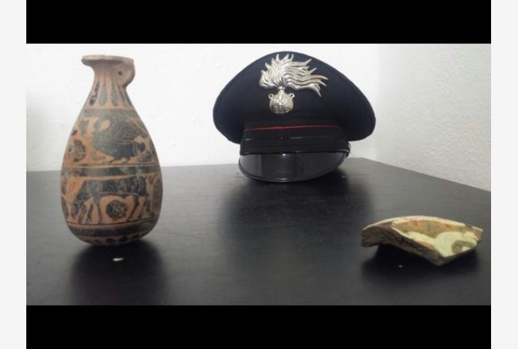 Sequestrato antico vaso greco a sedilo tiscali notizie for Vaso greco antico