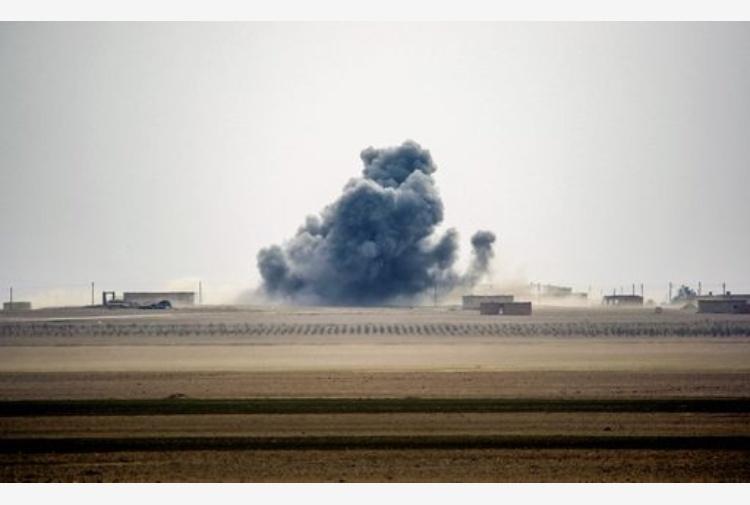 Almeno 30 civili sono stati uccisi in un bombardamento americano in Siria