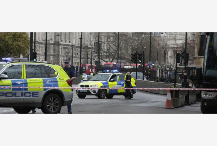 Attacco a Parlamento Londra, diverse persone ferite