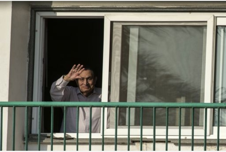 Egitto: libero Hosni MubarakDopo sei anni di detenzionelascia l'ospedale militare
