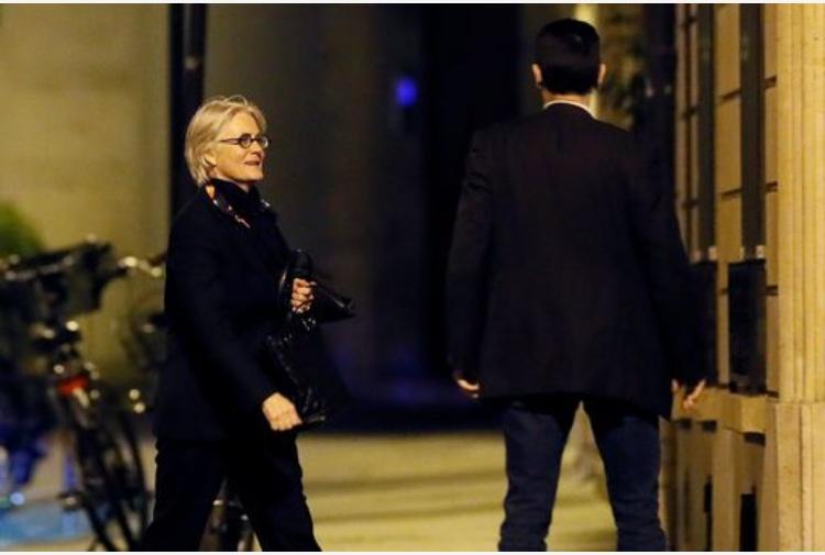 Francia, il ministro assume le figlie minorenni come assistenti parlamentari: è bufera