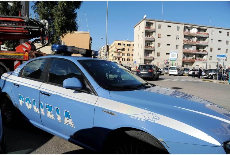 http://notizie.tiscali.it/export/shared/agencies/media/17/03/30/bari_polizia_FTG.jpg_997313609.jpg
