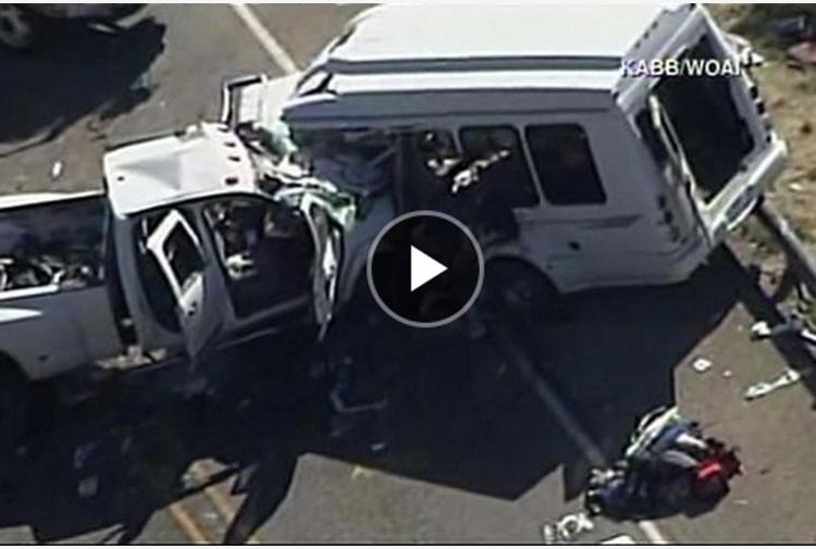 Minibus con fedeli contro un camion, 13 morti in Texas