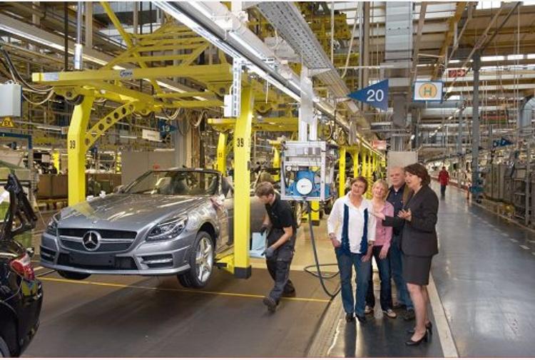 Eurozona, la crescita del settore manifatturiero accelera ancora