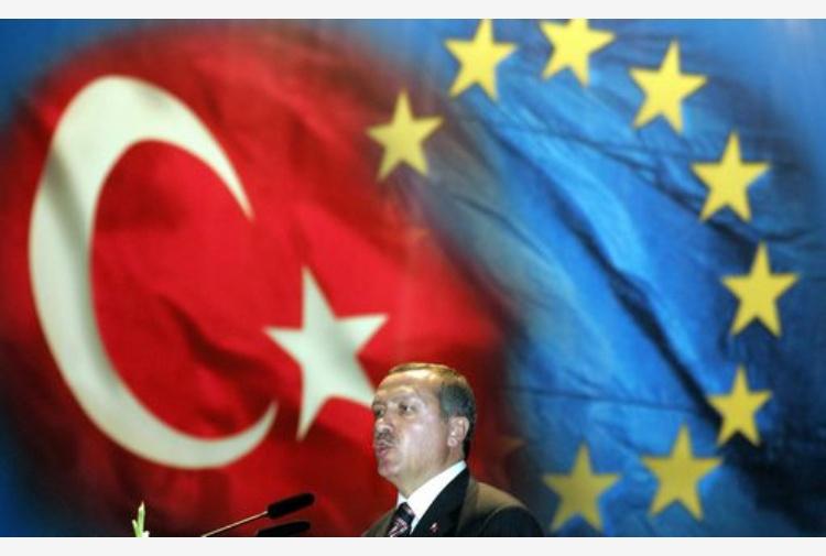 Turchia, parata trionfale per Erdogan ad Ankara dopo il referendum