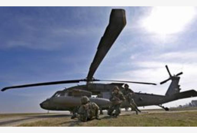 Elicottero Usa : Usa cade elicottero militare morto tiscali notizie