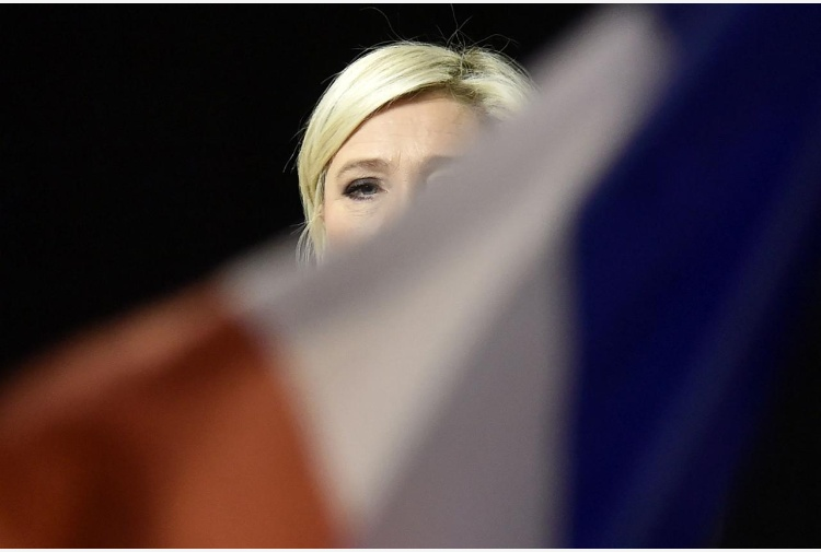 Allerta a Parigi, spari sugli Champs-Élysées