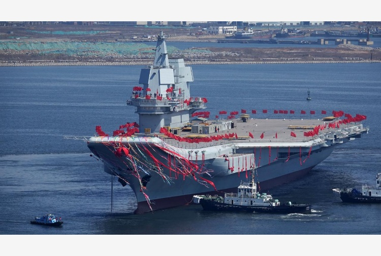 Pechino vara la prima portaerei del tutto