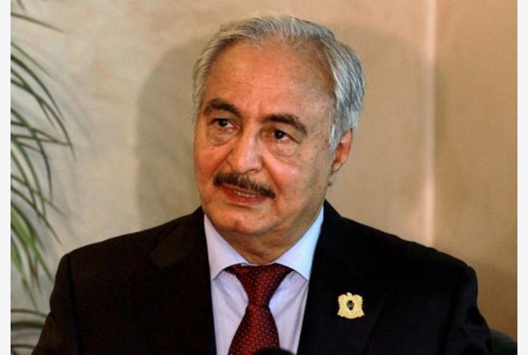 Libia, Haftar giunto negli Emirati, possibile incontro con Sarraj