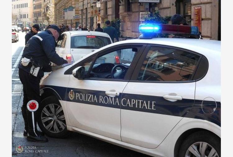 Roma, ambulante muore durante un controllo. Testimoni: