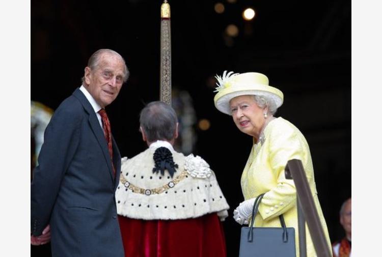 Riunione d'emergenza a Buckingham Palace: pensionato il Principe Filippo