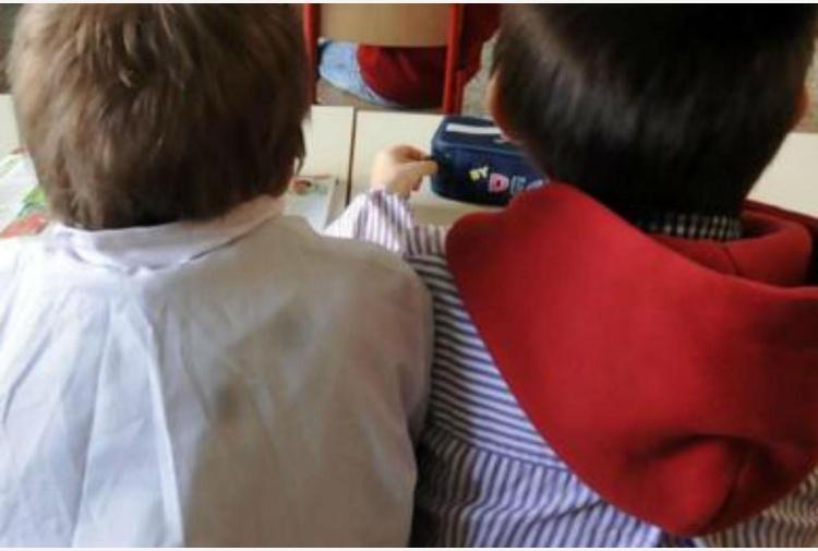 Botte e minacce a bambini di 3 anni, sospese due maestre