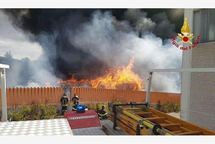 Incendio: Terra minimizza, poi fa marcia indietro:
