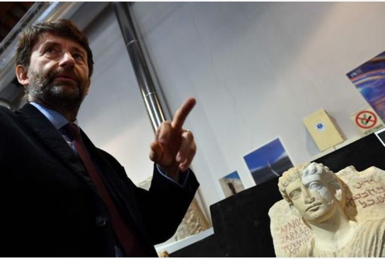 Forza Italia pro Macron. Salvini scarica Berlusconi