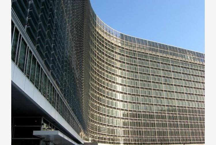Ue: crescita salda, pil eurozona +1,7%