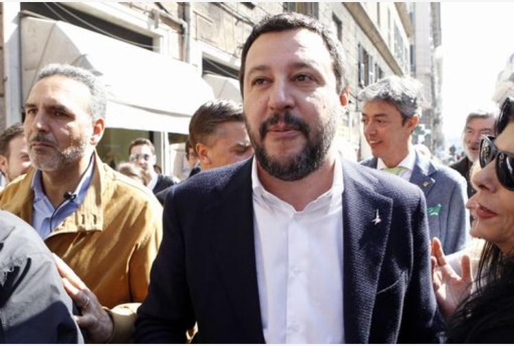 Congresso della Lega, Umberto Bossi fischiato dal suo popolo