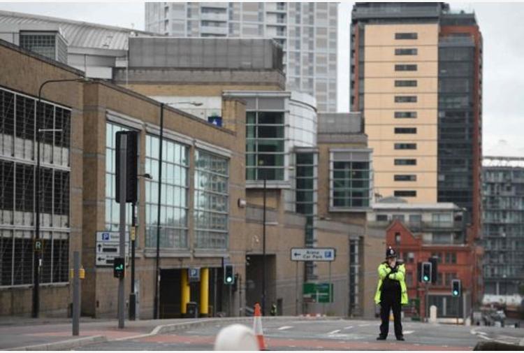 Attentato Manchester, l'homeless eroe che ha aiutato i bambini feriti