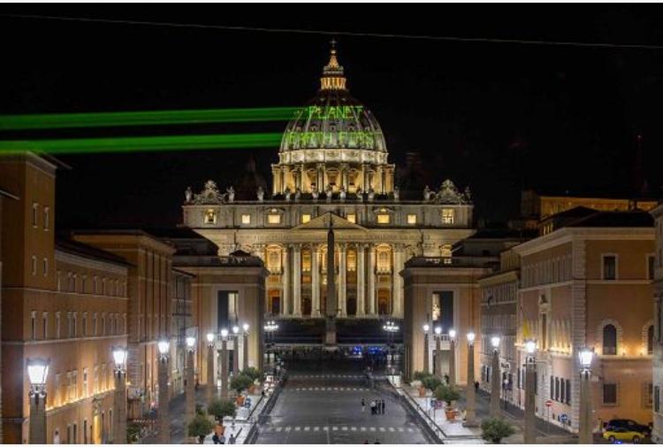 Trump: slogan Greenpeace a San Pietro