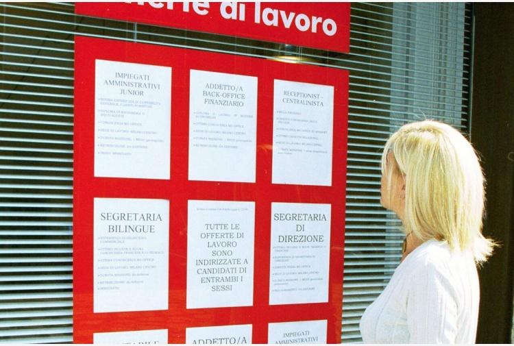 Istat, la disoccupazione ad aprile scende all'11%