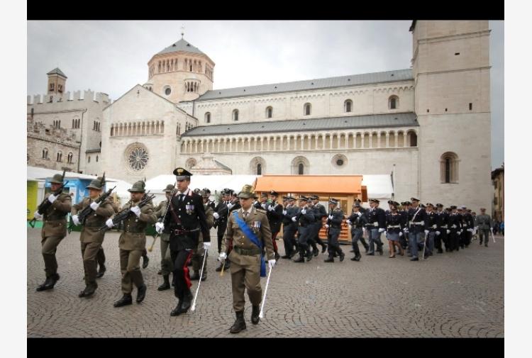 2 giugno cerimonie in piazza a trento e bolzano tiscali for Trento e bolzano