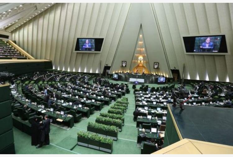 Iran: terrore a Teheran, sparatorie e esplosioni in città