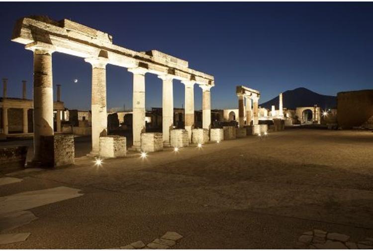 Choc a Pompei: defeca nella domus, denunciato